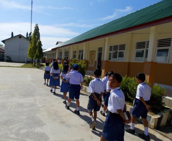 kids walking to class